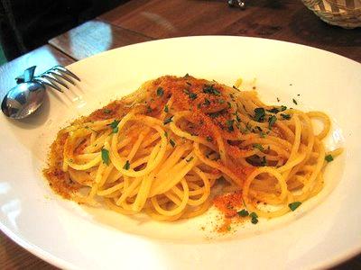 Fate lessare 400 gr di spaghetti in abbondante acqua salata. Nel ...