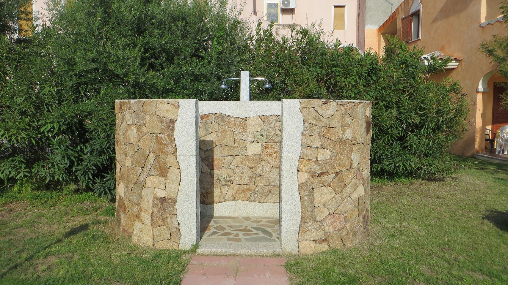 Doccia esterna in pietra doccia esterna tedesco pietre rinnovare con la pietra bellezza della - Doccia da giardino fai da te ...