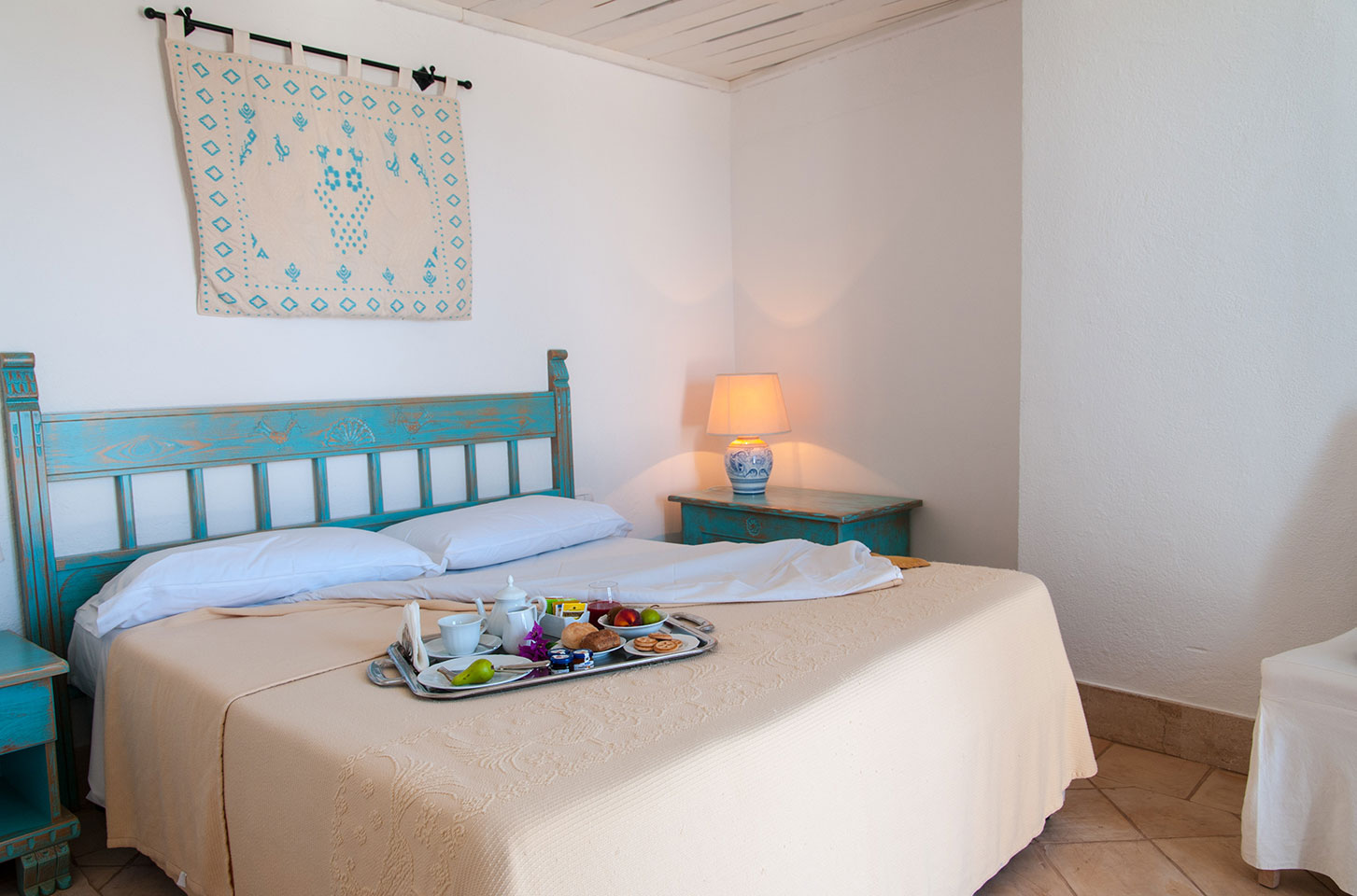 How much is the apartment by the sea in Porto Cervo