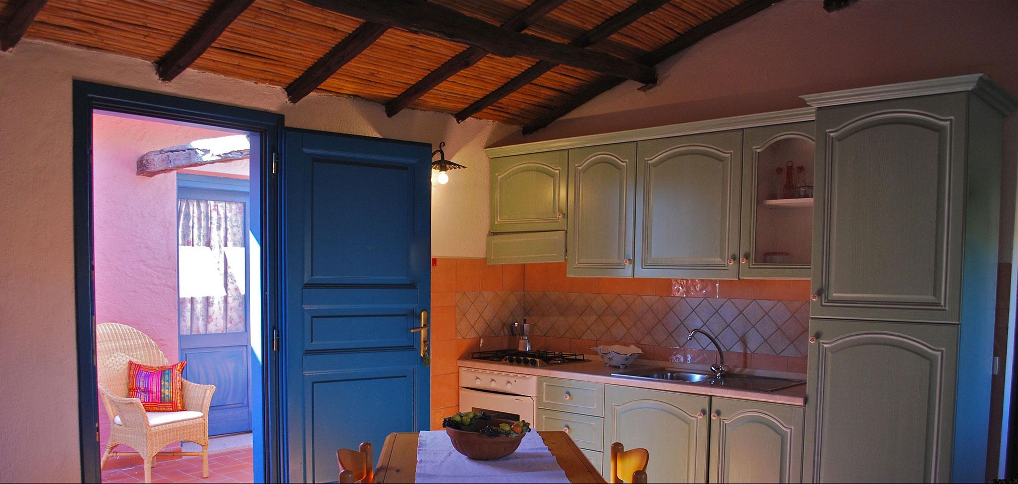 Appartamenti villa maria teresa san teodoro for Appartamenti la cinta