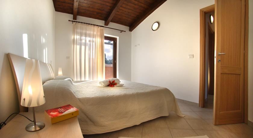 Appartamenti olimpia costa paradiso trinita 39 d 39 agultu for Piscina olimpia vignola telefono