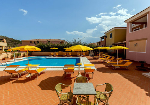 Self-catering with swimming pool in Sardinia